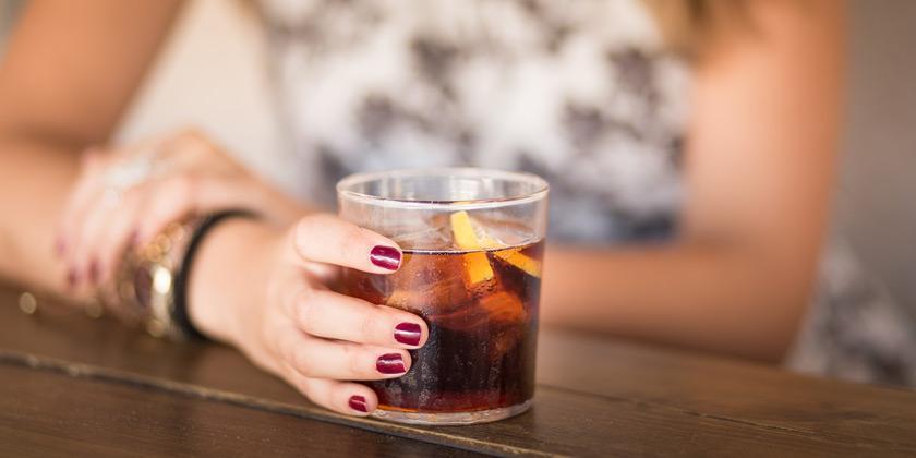 ¿La bebida incrementan el riesgo de cáncer de mama?