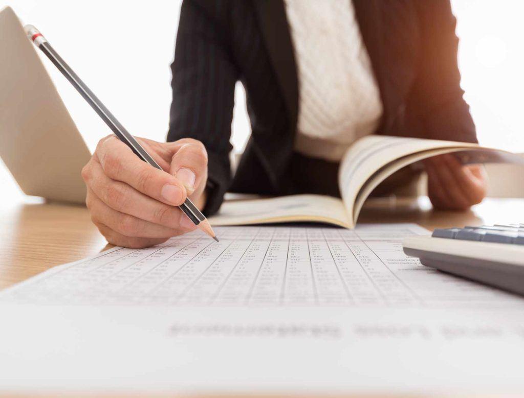 La nueva guía de la CAQ explica cómo las empresas públicas manejan los riesgos de los informes financieros