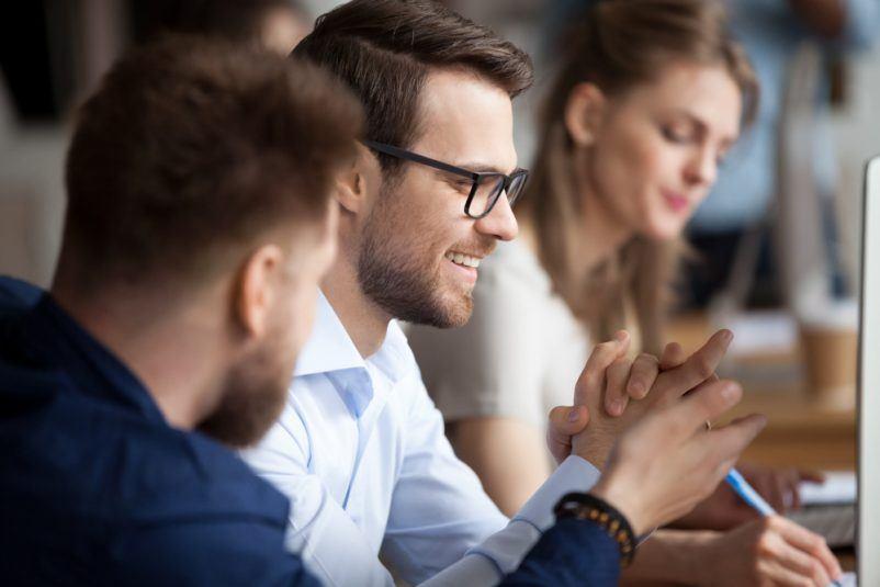 Una vida social: Cuando los empleados y los solicitantes de empleo se conectan a Facebook